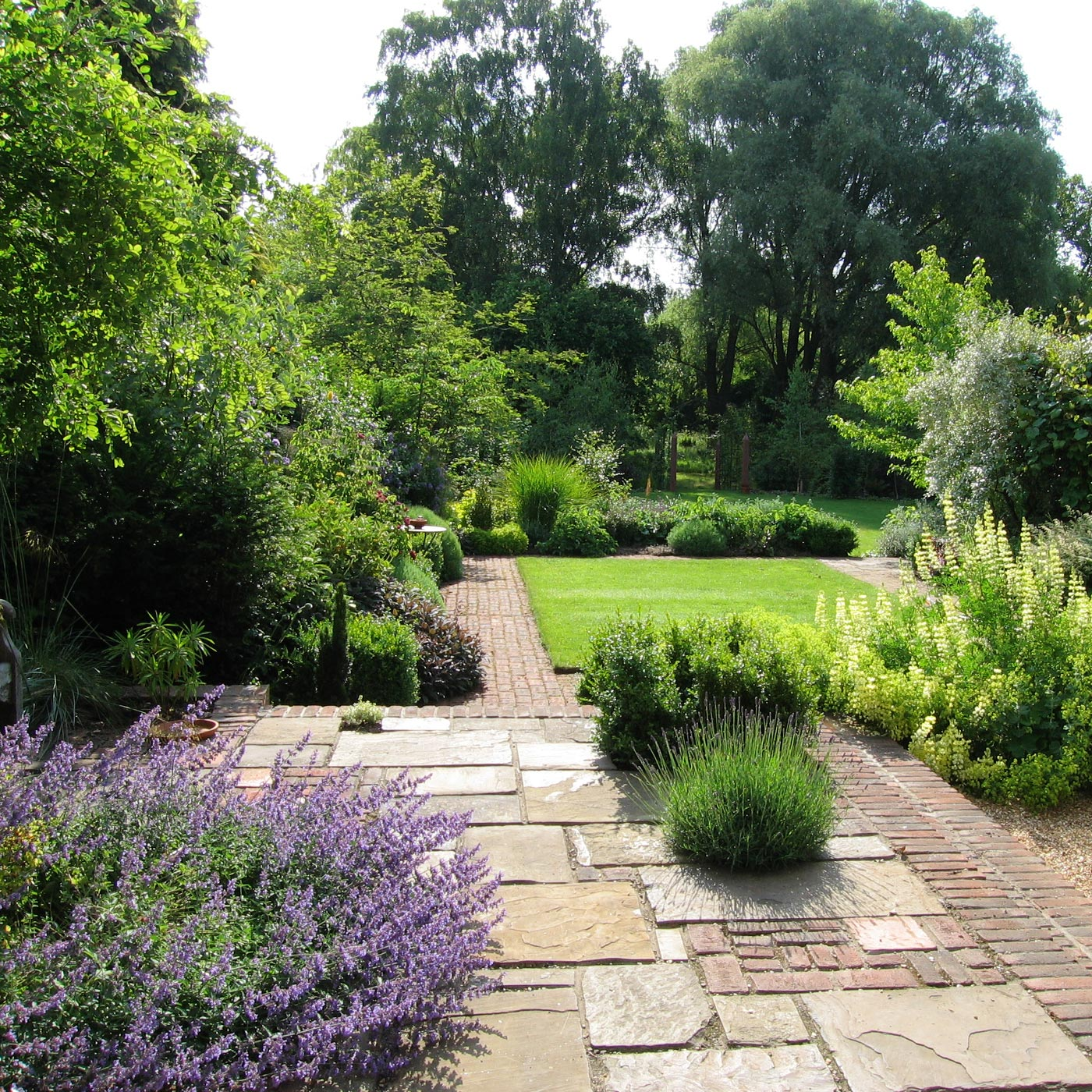 a thatched cottage garden backing onto water meadows anne keenan - Garden Design Cottage Style
